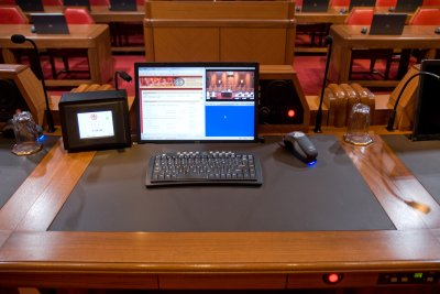 Photo - Console d'ordinateur du juge